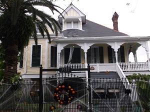 Boswell House NOLA 300x224 - On foot in the Crescent City