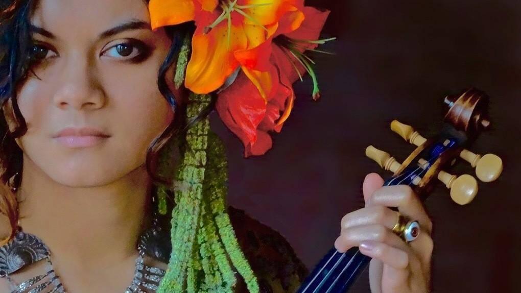 Daisy Castro: Déviation & World on Fire