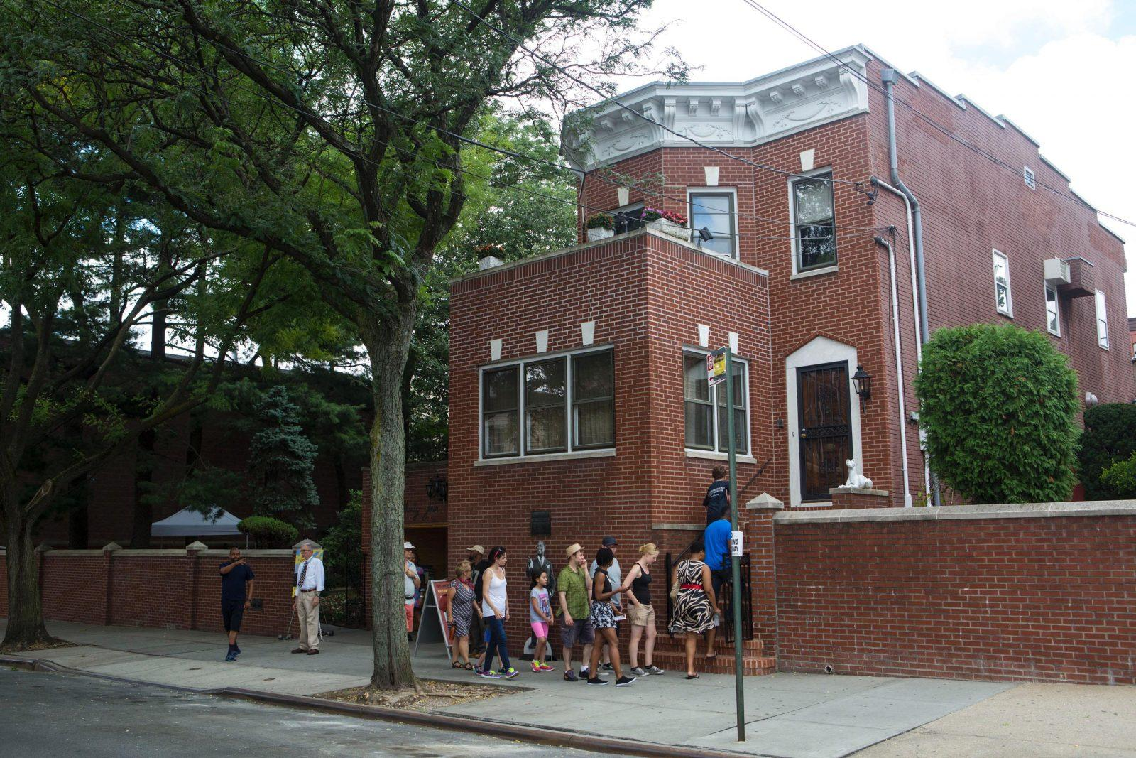 louisarmstronghousemuseum - Louis Armstrong's Queens Home Now a Shrine to His Genius