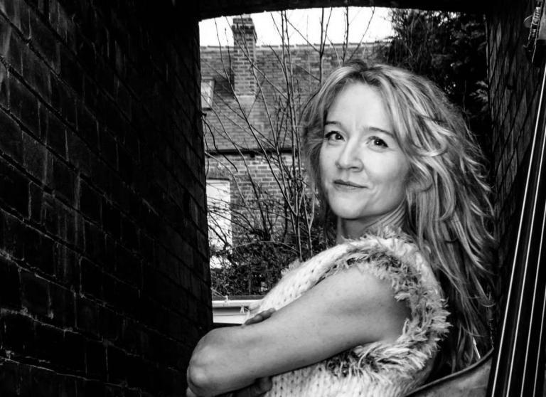 Nicola Farnon Sings and Swings!