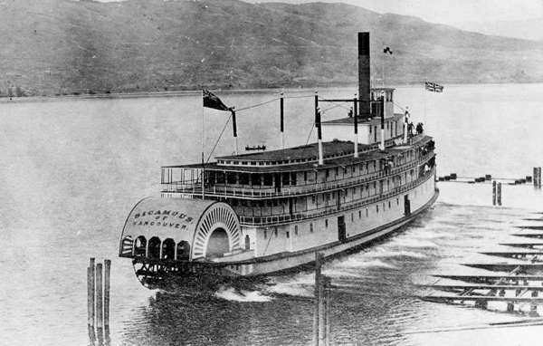 The sternwheeler SS Sicamous, at her launching on May 19, 1914