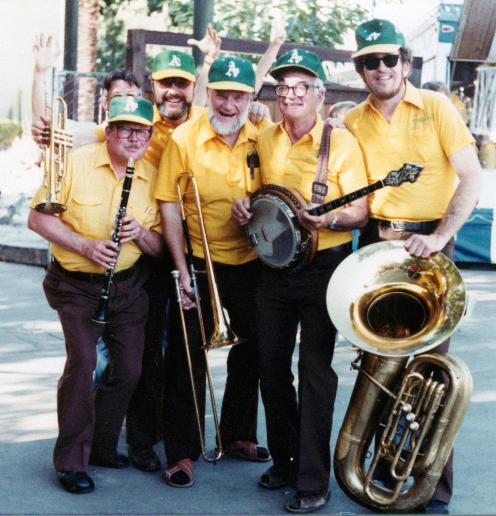 OAKLAND_As_1981_Yellow shirts