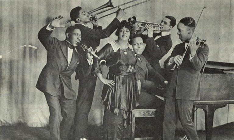 Mamie Smith with jazz band