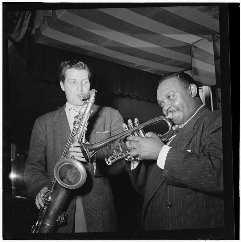 Rex_Stewart_and_Charlie_Barnet,_Aquarium,_New_York,_N.Y.,_ca._Aug._1946_(William_P._Gottlieb_08171)