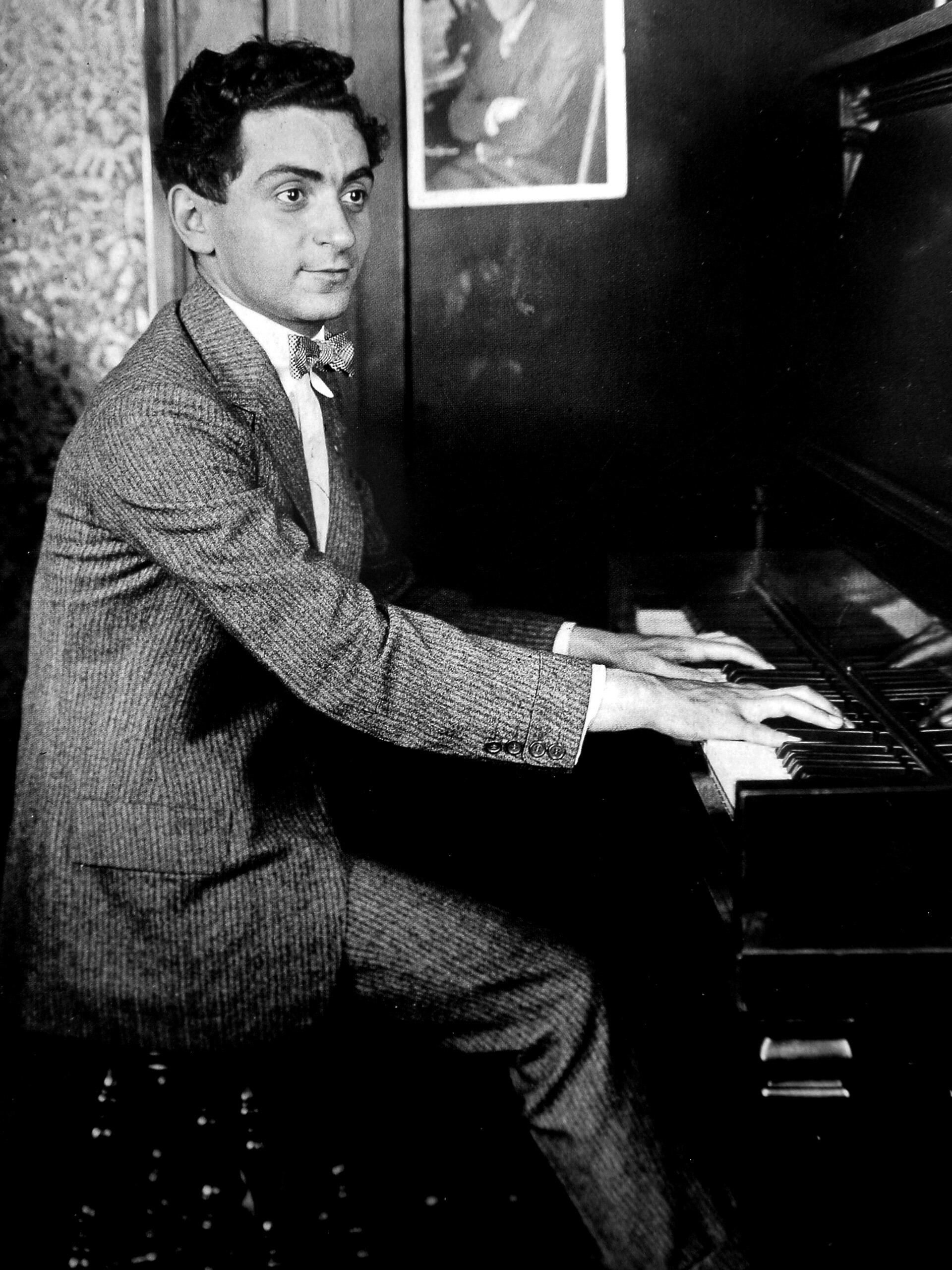 Irving Berlin at the piano, circa 1906.