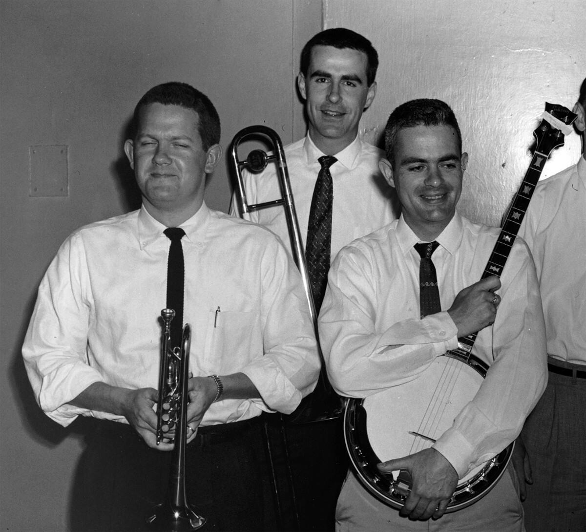 Jim Leigh (center) with Ev Farey (L) and Lee Valencia (R)