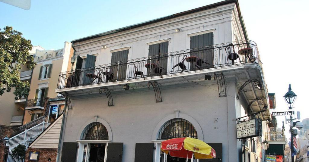 """<a href=""""https://commons.wikimedia.org/wiki/File:French_Quarter-865.JPG"""">Elisa.rolle</a>, <a href=""""https://creativecommons.org/licenses/by-sa/3.0"""">CC BY-SA 3.0</a>, via Wikimedia Commons"""