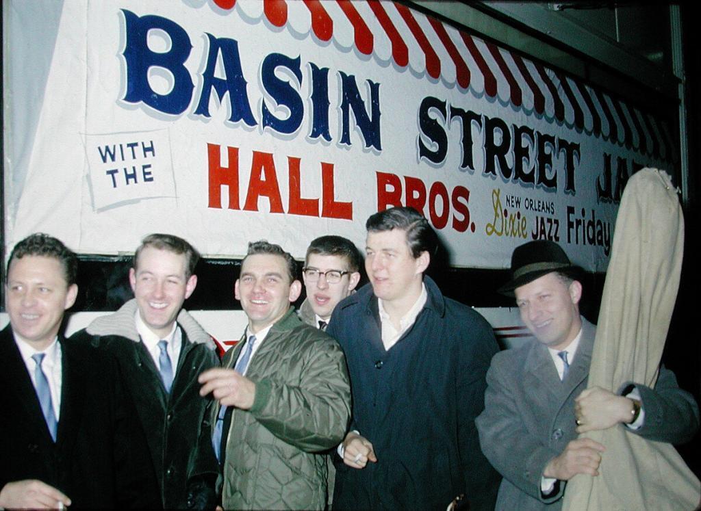 Hall Brothers Jazz Band Outside Bradys Pub