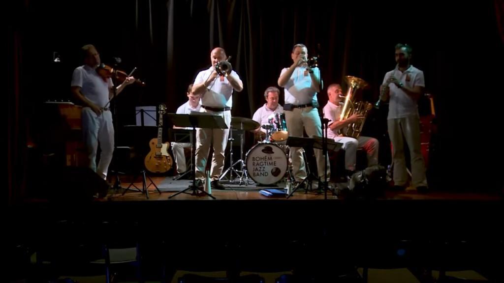 Bohem Ragtime Jazz Band WCRF