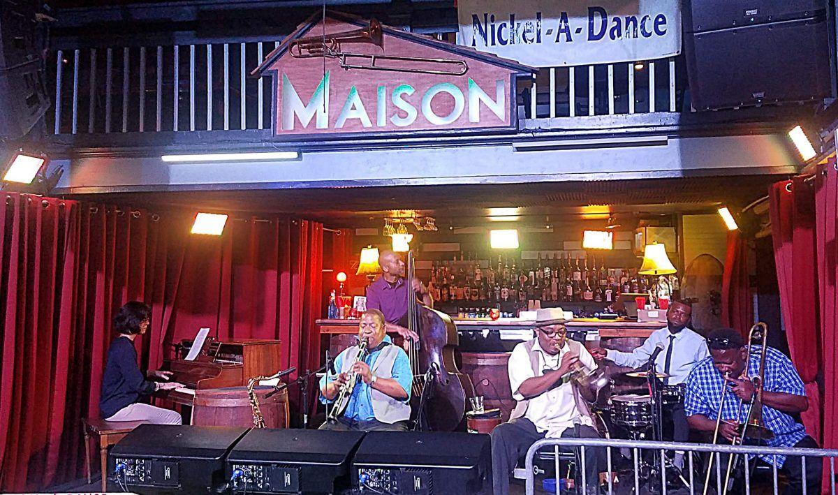 Nickel-A-Dance Maison